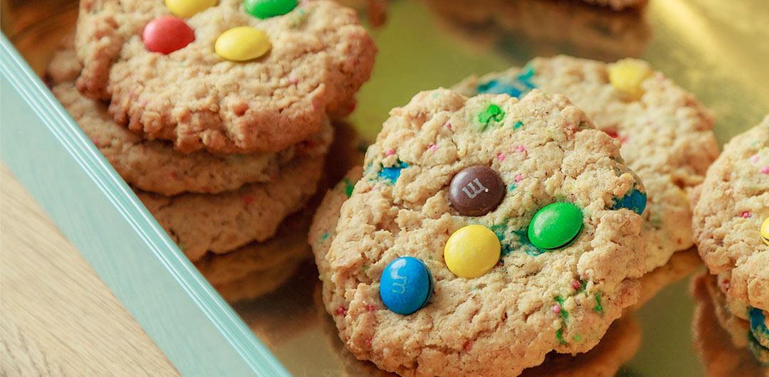 cookies mit haferflocken selbst gemachter erdnussbutter und m m 39 s. Black Bedroom Furniture Sets. Home Design Ideas